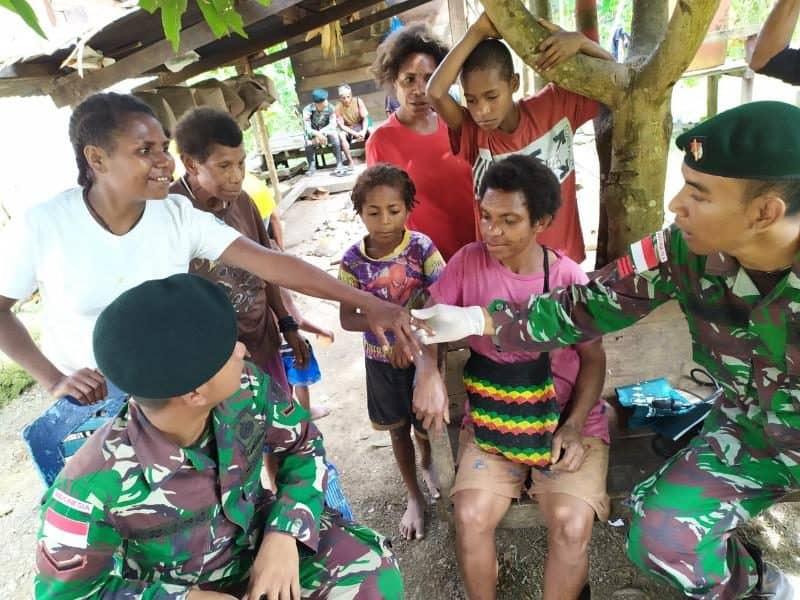 Konsultasi dan Pengobatan Satgas Yonif R 300, Wujudkan Papua Sehat
