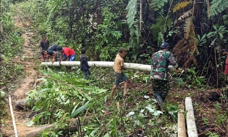 Jembatan Kayu Satgas Yonif 509, Tingkatkan Ekonomi dan Silaturahmi Warga Papua