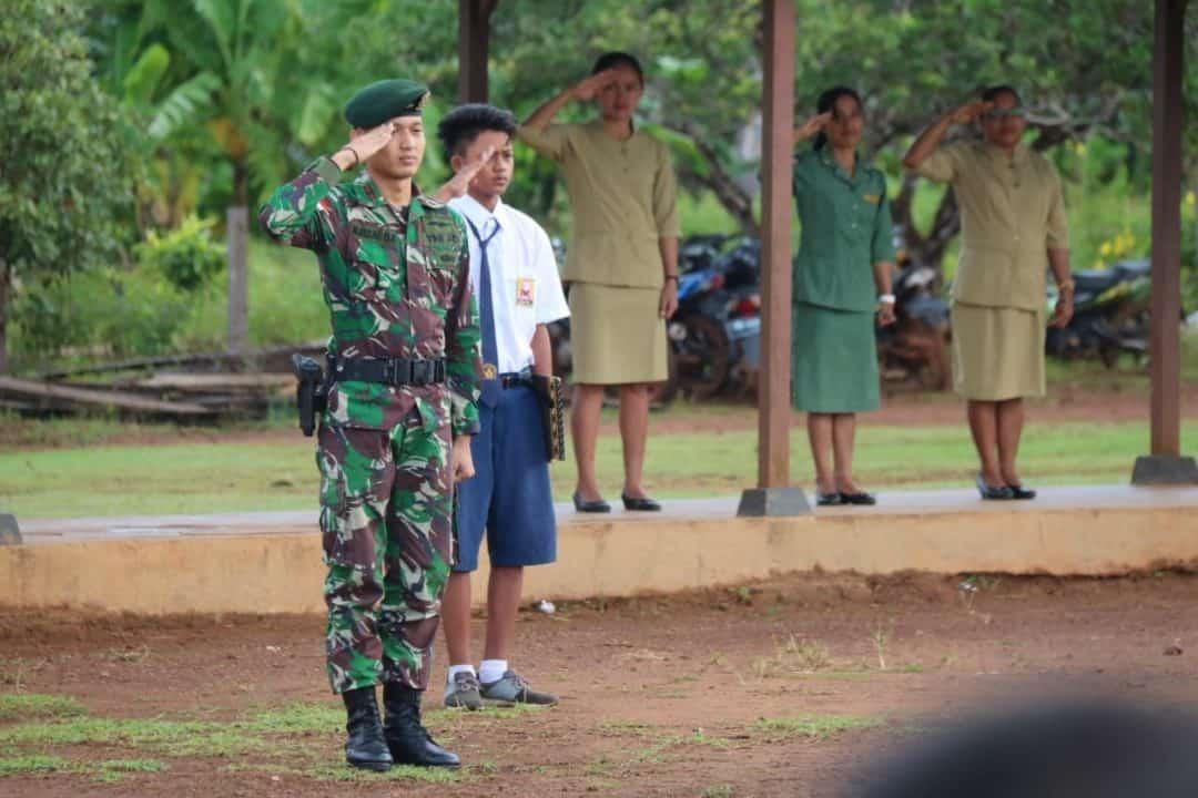 Cinta NKRI, Pelajar Perbatasan dan Satgas Yonif MR 411 Upacara Bendera