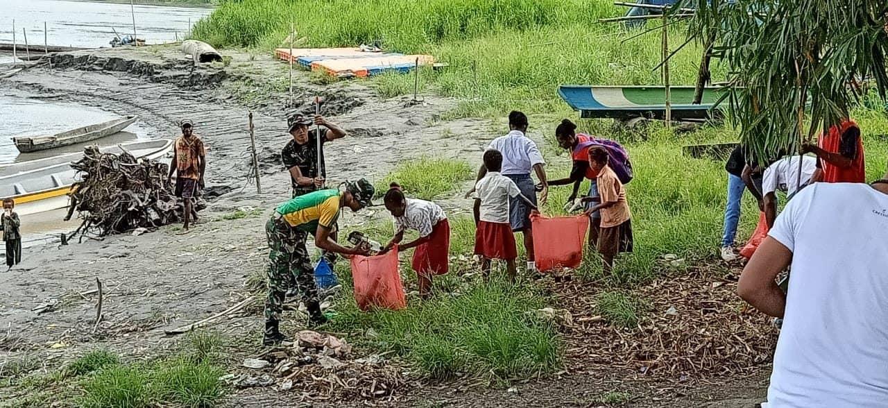 Lingkungan Bersih dan Sehat, Kebersamaan Satgas Yonif 754 dan Anak-anak Papua