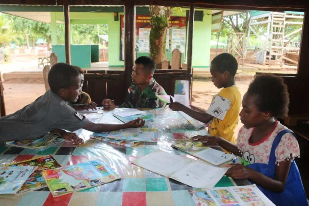 Tingkatkan Kualitas Pelajar Papua, Satgas Pamtas Yonif MR 411 Gelar Bimbel