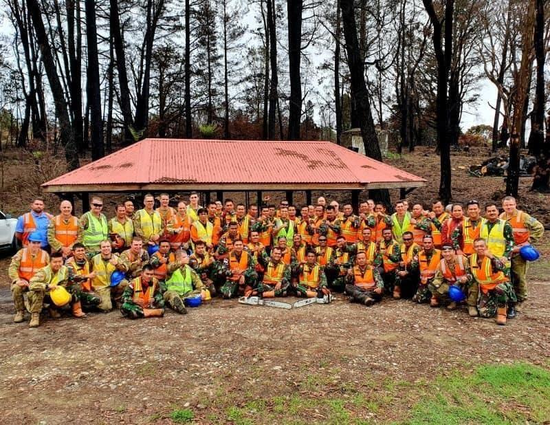 Tertutup Total Akibat Kebakaran, Satgas TNI Bush Fire Assist Buka Akses Kereta di Australia
