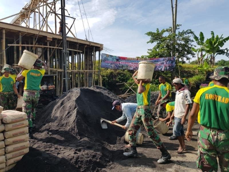 Bersihkan Jalan dan Cor Bangunan Fasum, Brigif PR 18 Jalin Ikatan Dengan Warga