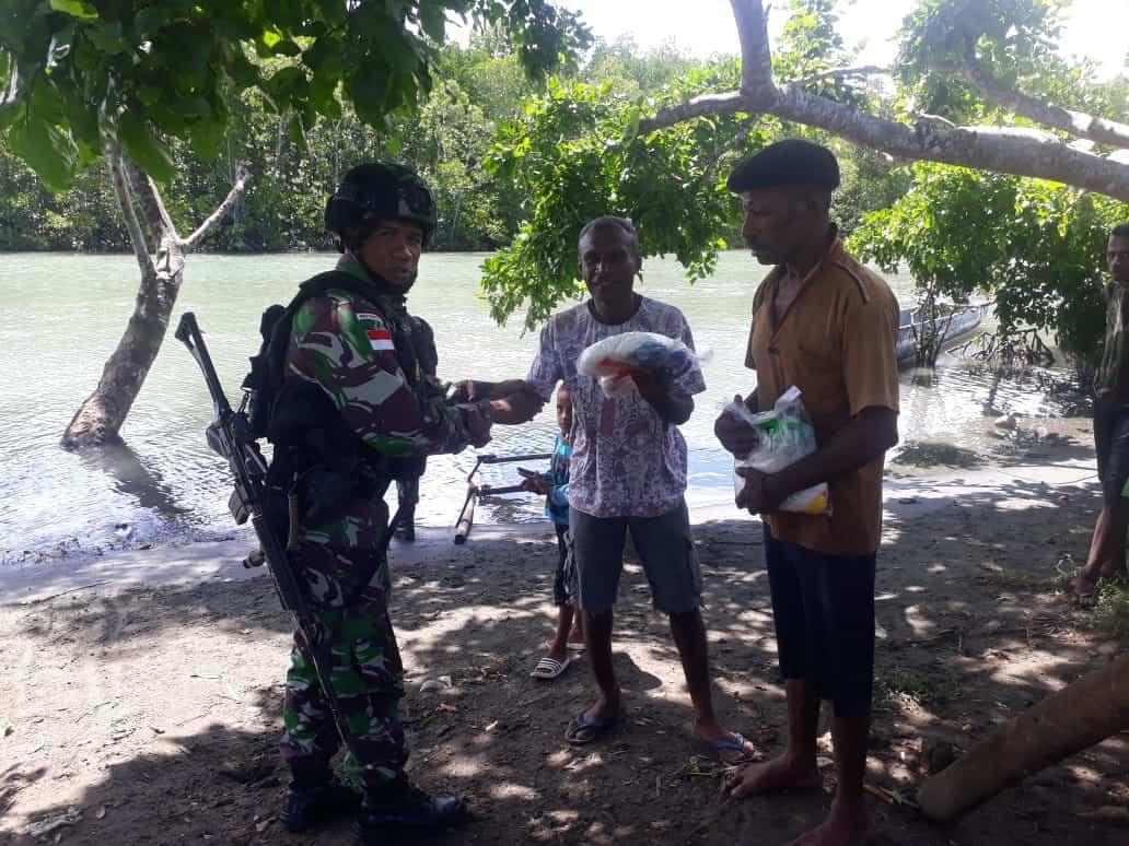 Bagikan Puluhan Jaring Ikan, Satgas Yonif 754 Tingkatkan Ekonomi Nelayan Papua