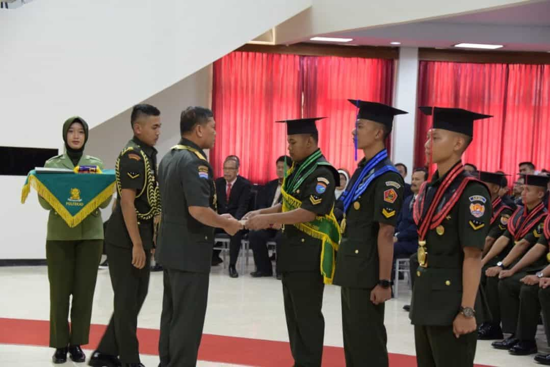 Poltekad Wisuda Sarjana Terapan Teknik TNI AD