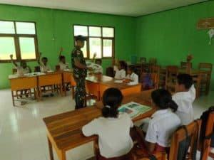 Peduli Masa Depan Anak, Satgas Yonif R 142 Mengajar di Perbatasan RI-RDTL