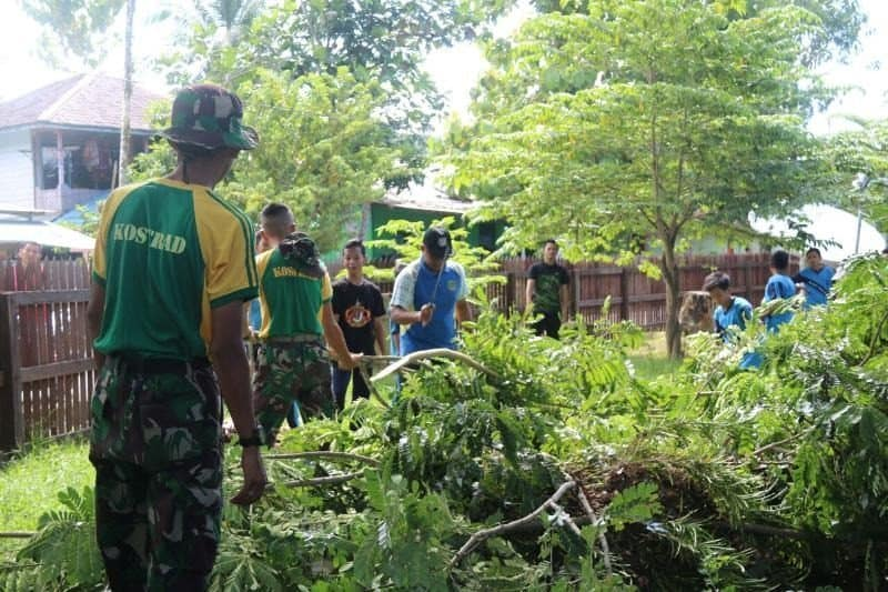 Budayakan Hidup Bersih, Satgas Yonif 303 Ajak Anak Usia Dini