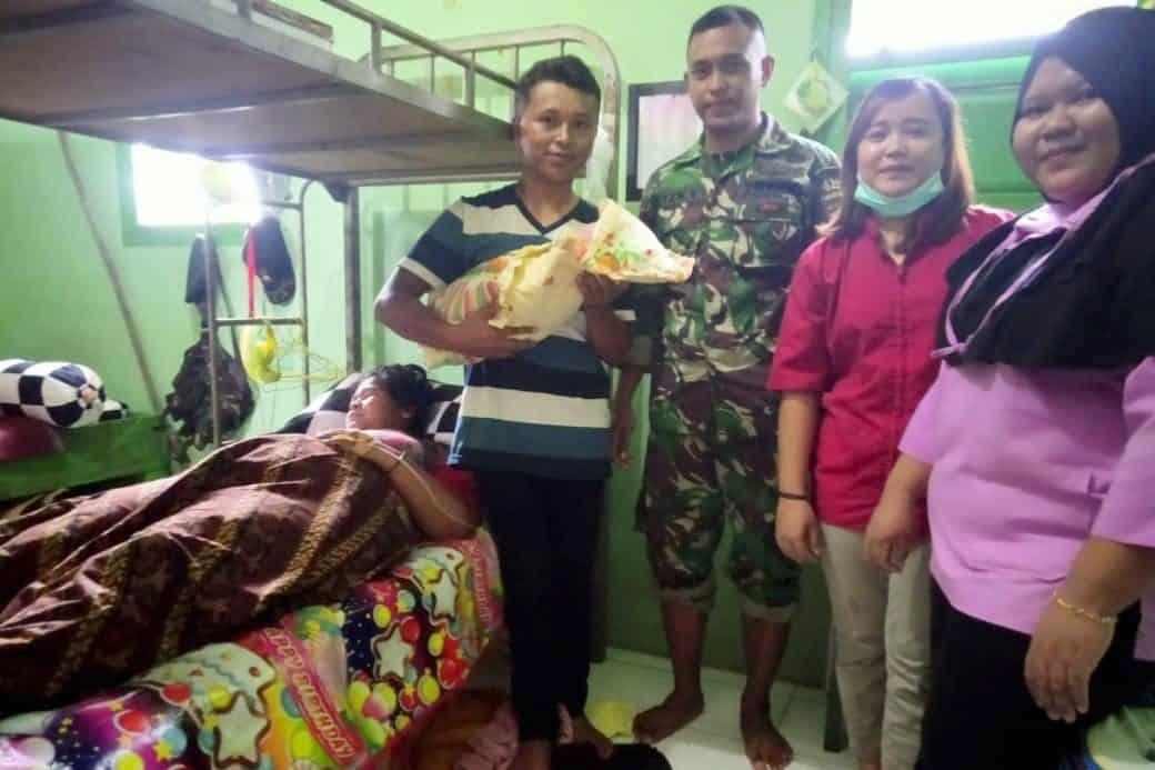 Tidak Tertahan, Warga Papua Lahiran di Pos Satgas Yonif MR 411