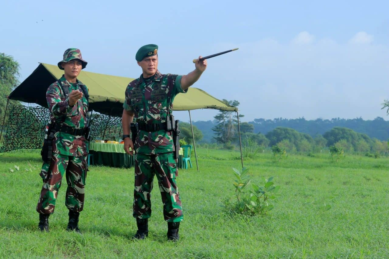 Antisipasi Bencana, Yonbekang-2/Kostrad Latih Terjun Bekal di Daerah Terisolir