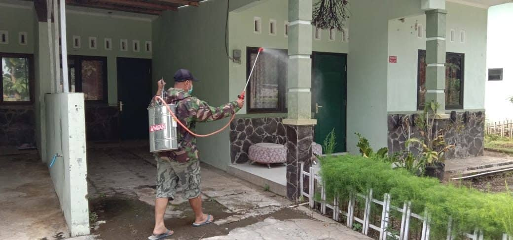 Masif Cegah Covid-19, Disinfektan Divif 2 Kostrad Sasar Rumah dan Kantor