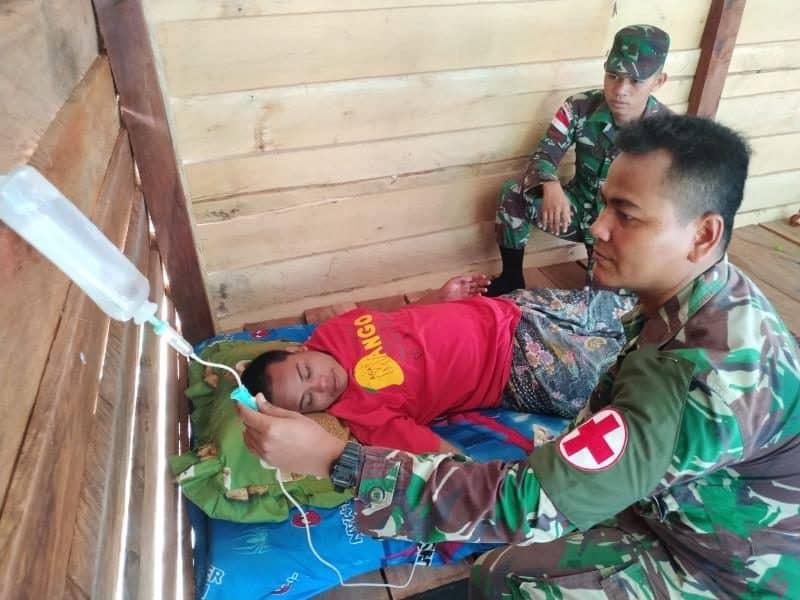 Cegah Dampak Malaria, Satgas Yonif 300 Rawat Warga Papua