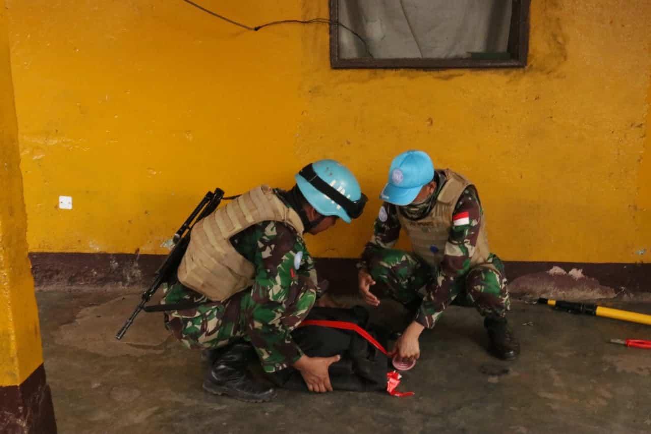 Persuasif, Satgas Kizi TNI Dorong Warga Afrika Tengah Serahkan Granat