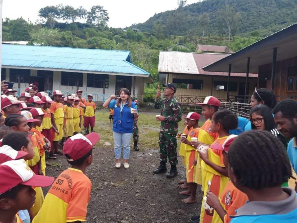 Cegah Penyakit, Satgas Yonif Raider 509 Kostrad Gelar Penyuluhan Kesehatan Bagi Anak Papua