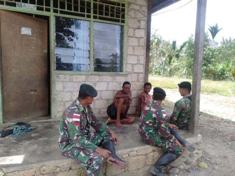 Keluarga Asuh Satgas Yonif R 300, Eratkan Kekeluargaan TNI dan Warga Papua