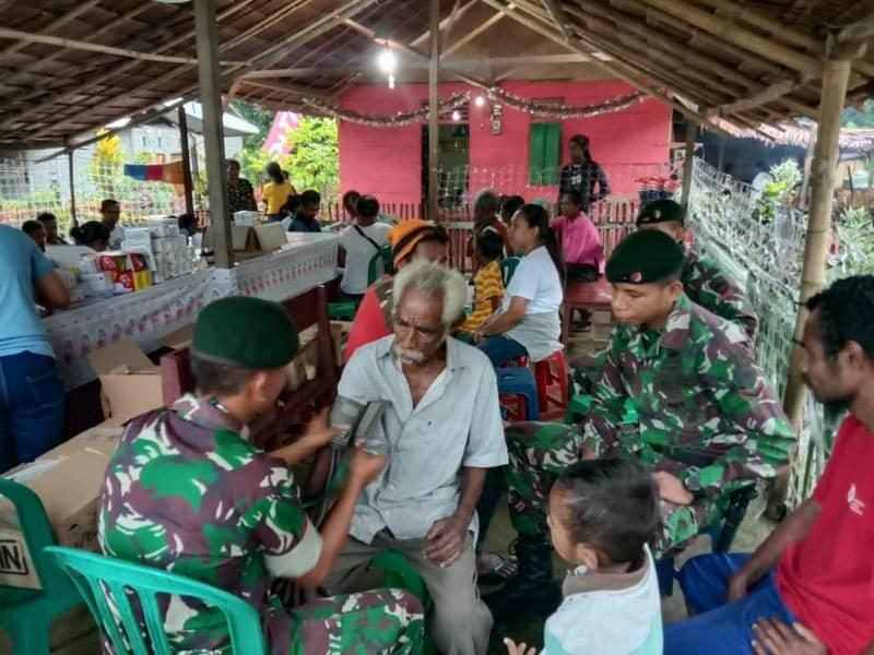 Atasi Kesulitan Warga Maluku, Satgas Yonif RK 13 Gelar Pengobatan Gratis di Tehoru