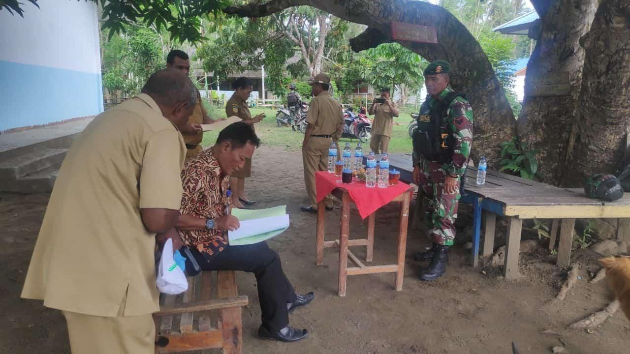 Satgas Yonif 754 Bantu Amankan Pelaksanaan Ujian Nasional di Sarmi Papua