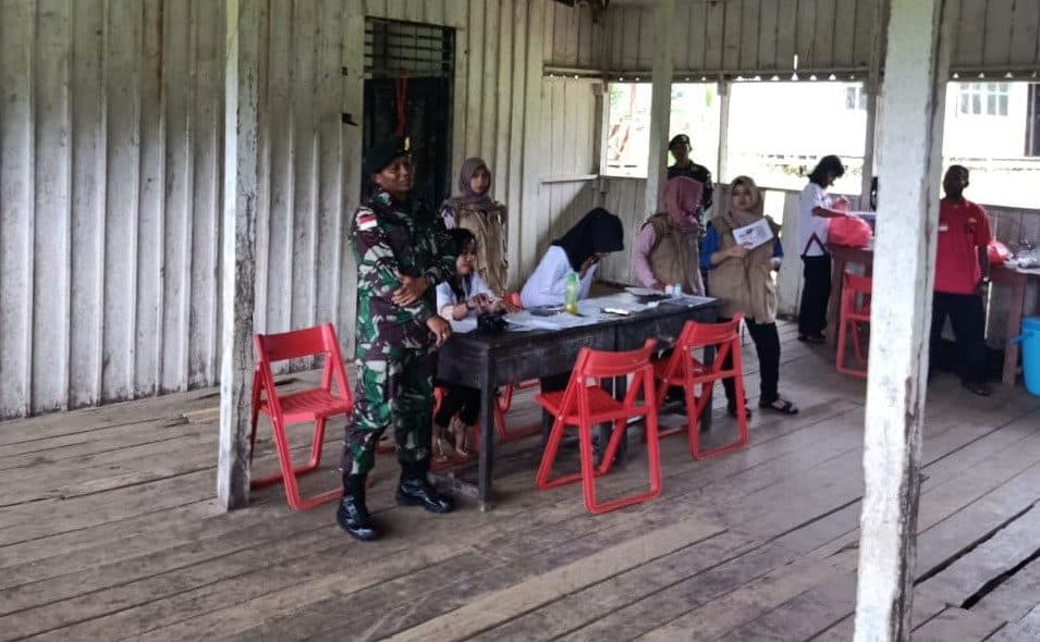 *ImImunisasi Satgas Yonif R 509, Pelihara Kesehatan Balita Papua