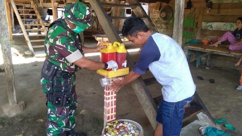 Imbau Warga Cuci Tangan, Kodim 1402 Cegah Virus Corona di Polmas