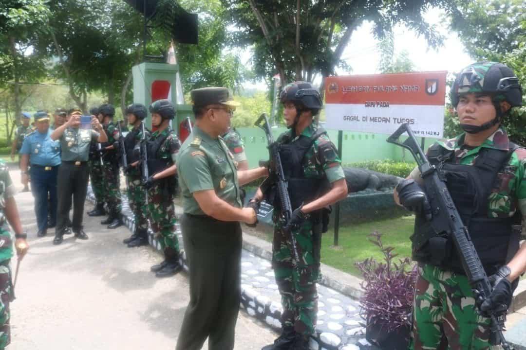 Kaskogabwilhan II Kunjungi Satgas Pamtas Yonif 142 di NTT