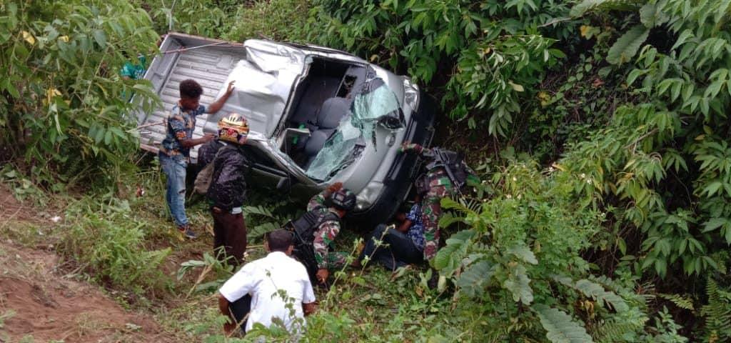 17 Korban Kecelakaan Mobil Dievakuasi Satgas Yonif 754 di Sarmi