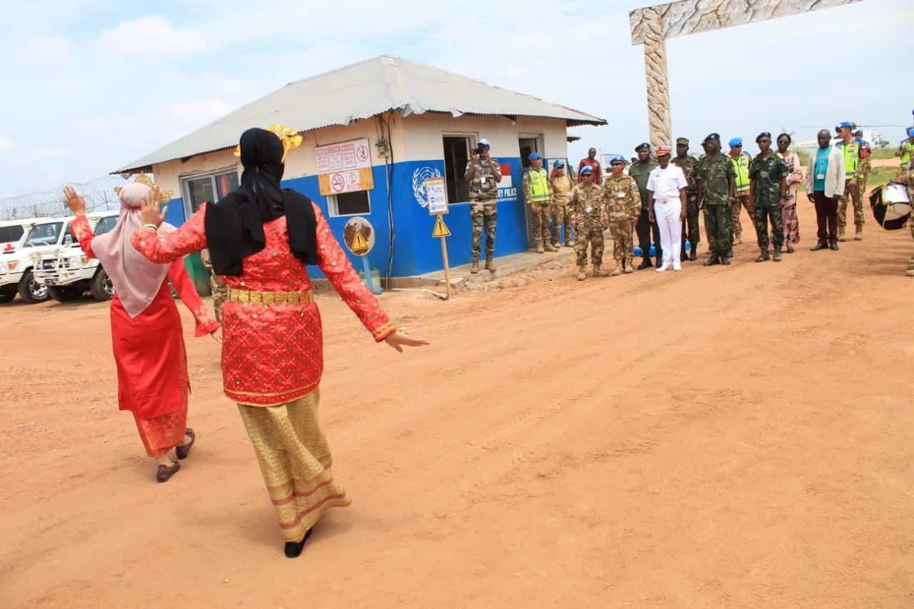 Lestarikan Seni Budaya Nusantara, Tari Zapin Satgas Indo RDB MONUSCO Sambut Panglima Armada FARDC di Kongo