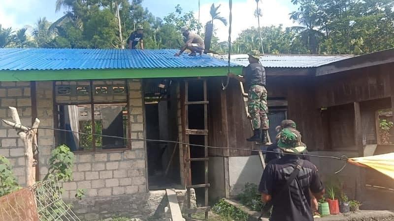 Peduli Warga Papua, Satgas Yonif R 300 Bangun Rumah Jeffry May