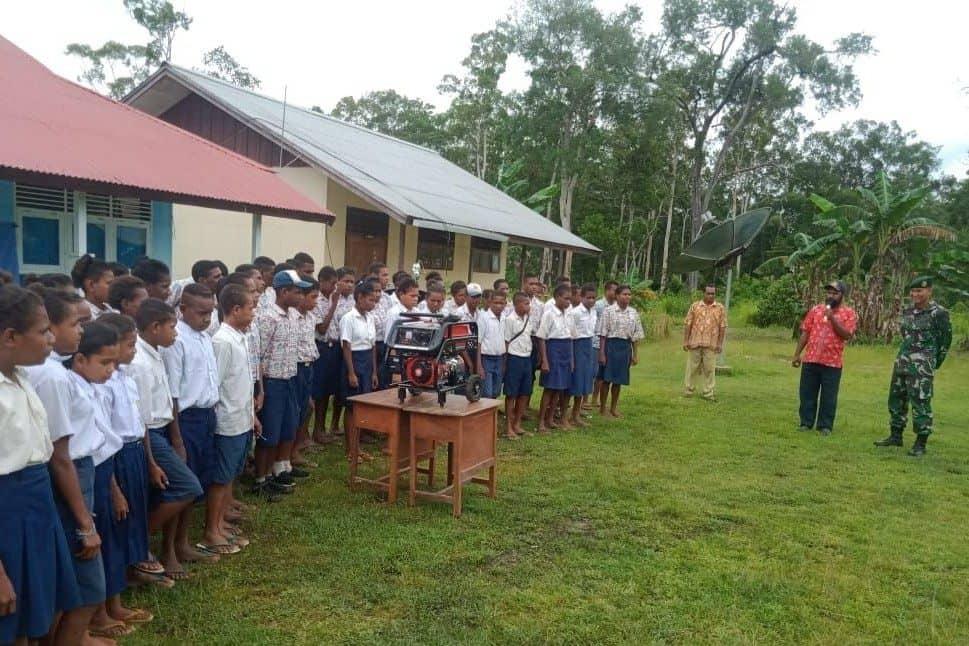 Dukung Pendidikan di Papua, Satgas Yonif MR 411 Serahkan Genset
