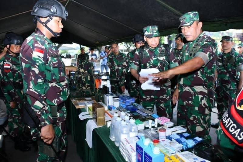 Satgas Pamtas, Bantu Kesulitan Warga dan Siapkan Pemuda Papua Jadi Prajurit TNI