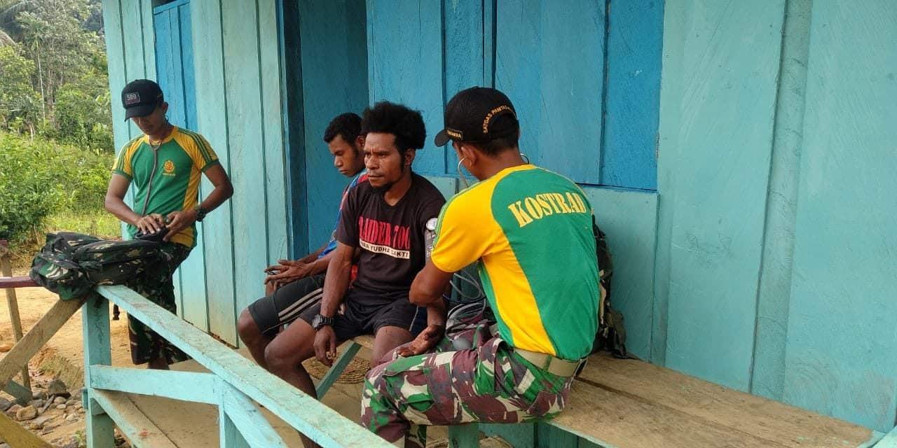 Tingkatkan Kualitas Hidup Papua,  Satgas Yonif R 509 Datang Layani  Kesehatan di Rumah
