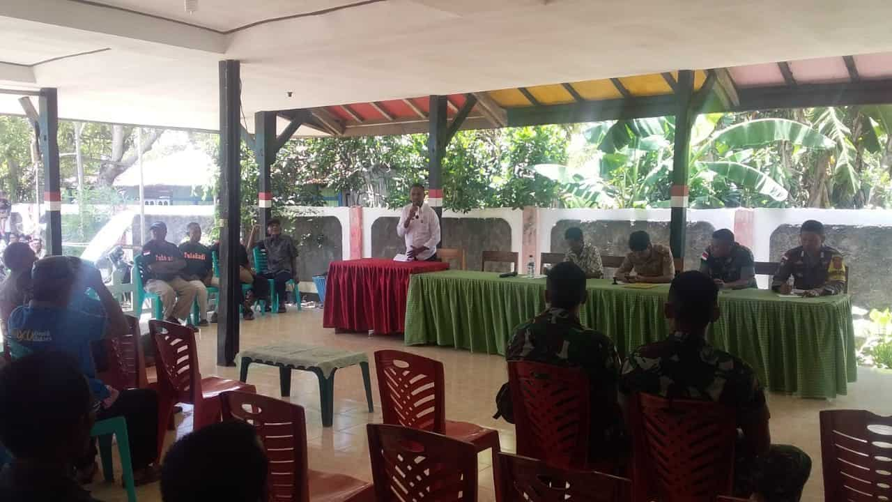 Rapat Bersama Dewan Adat, Satgas Yonif R 142 Lestarikan Warisan Nenek Moyang