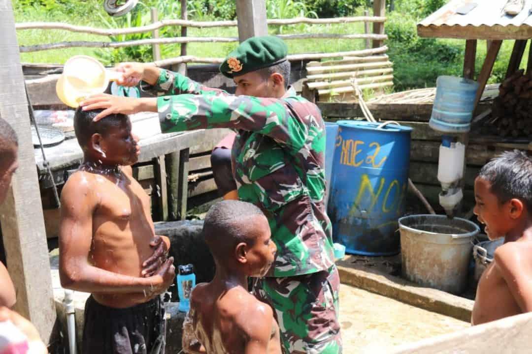Papua Sehat, Satgas Yonif 411 Ajari Anak Bersih Diri