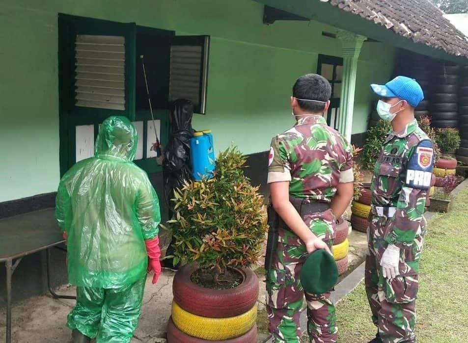 Cegah Covid-19, Yonbekang Kostrad Disinfektan Lingkungan