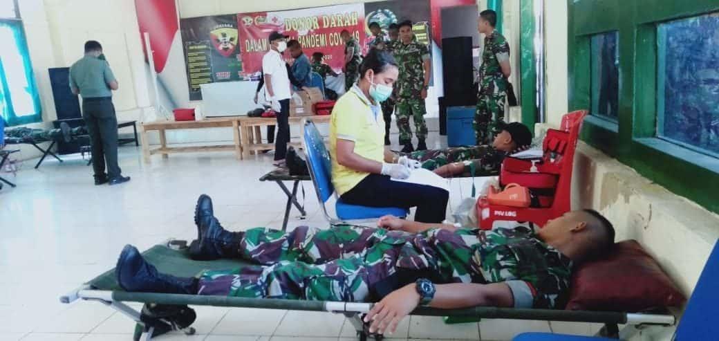 Di Tengah Pandemi COVID-19, Satgas Yonif 142 Tambah Stok Darah PMI