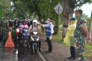 Turun Ke Jalan, Danrem 162 Ajak Warga Mataram Gunakan Masker
