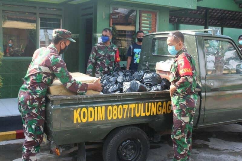 Desa Di Karantina, Kodim 0807 Salurkan Sembako Di Tulung Agung