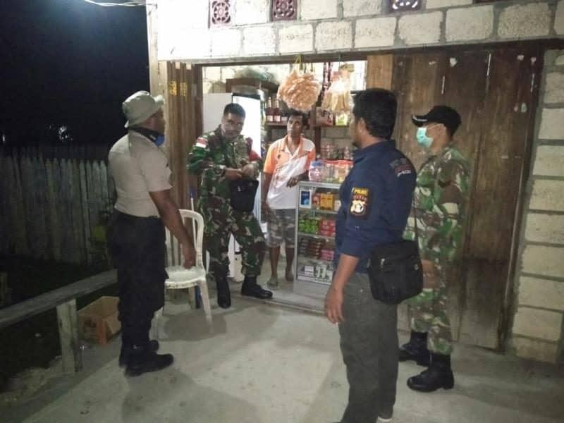 Ajak Warga Tetap Di Rumah, Satgas Yonif R 300 Cegah Corona di Papua