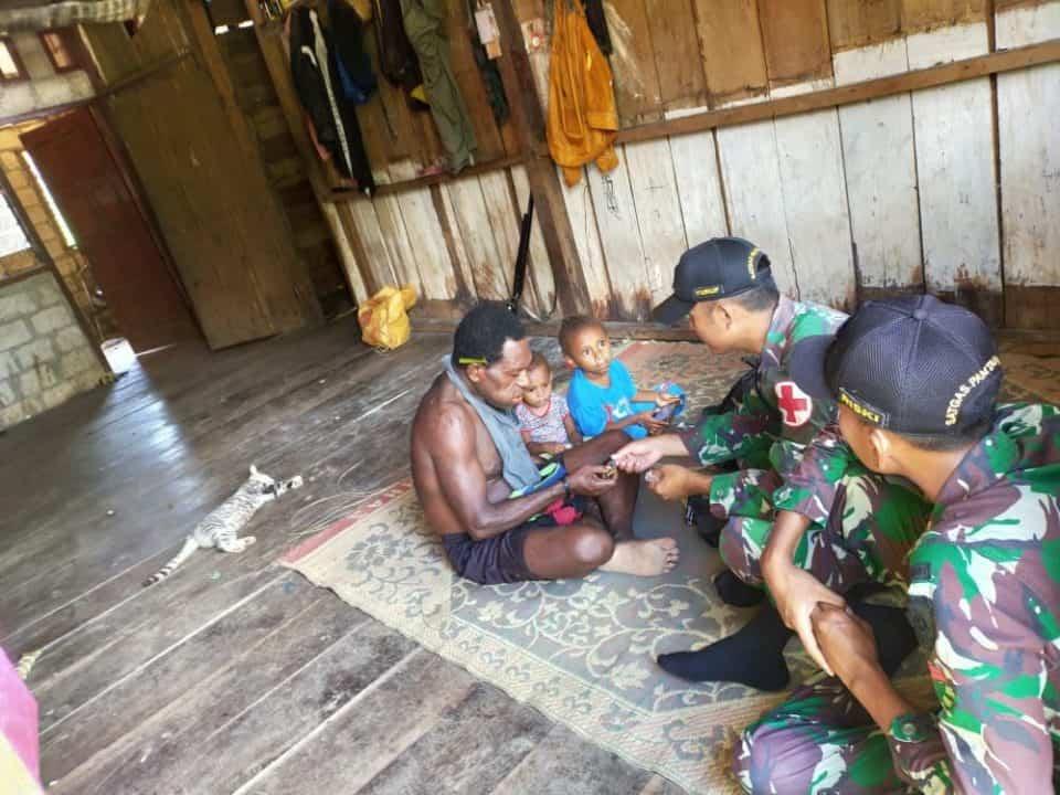 Pengobatan Gratis Satgas Yonif R 509, Atasi Kesulitan Warga Papua