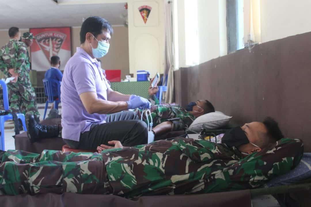 Di Tengah Pandemi Corona, Yon Armed 11 Kostrad Dukung Stok Darah PMI