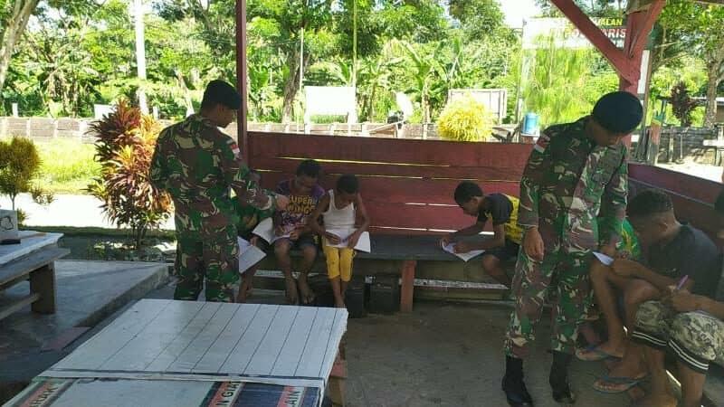Jaga Kualitas Pendidikan di Tengah Wabah Corona, Yonif Raider 300 Bantu Mengajar Anak Pebatasan.