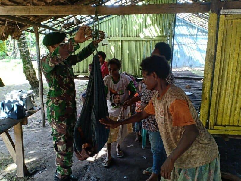 Posyandu Satgas Yonif MR 411 Pastikan Ibu dan Balita Papua Sehat