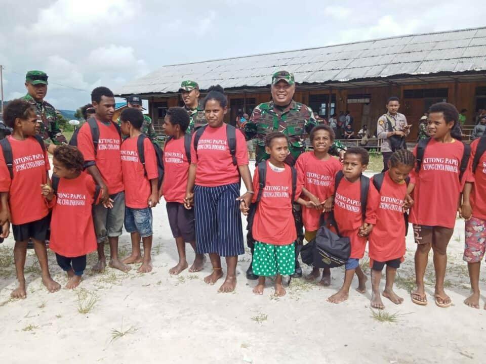 Kitong Sayang Papua, TNI-Polri Jaga dan Bantu Anak Pegunungan Bintang
