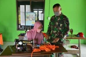 Disabilitas Perangi COVID-19, Yonarmed 12 Bekali Masker Royal 12