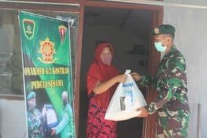 Bantu Masyarakat Di Tengah Pandemi Corona, Yonarmed-6 Bagikan Sembako