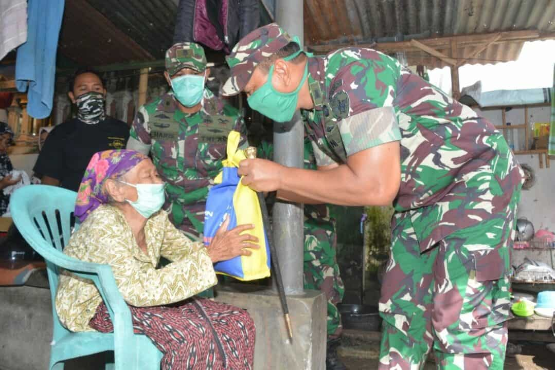 Bantu Sembako, Korem 162 Peduli Warga Terdampak Corona