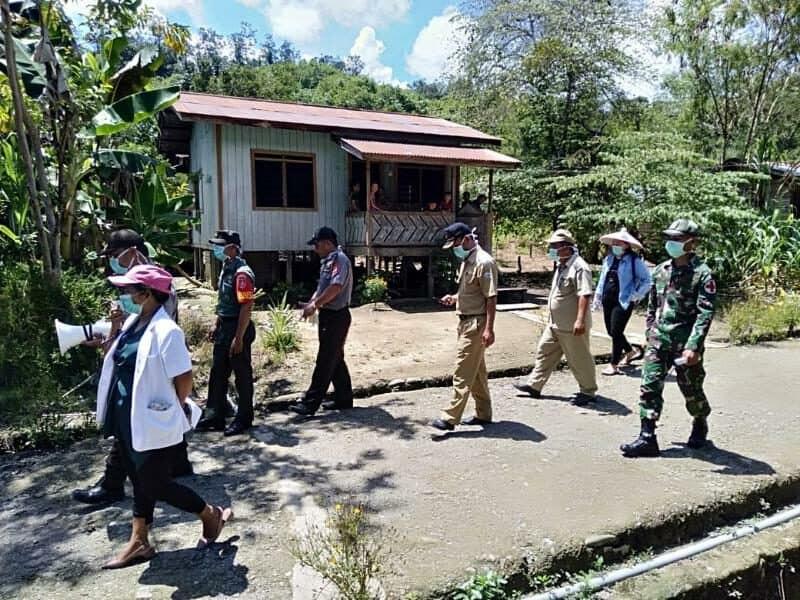 Cegah Corona di Tapal Batas, Satgas Yonif R 303 Sosialisasi Keliling