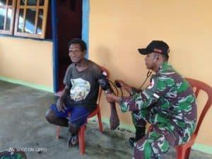 Obati Warga Papua, Satgas Yonif R 509 Patroli Kesehatan Keliling