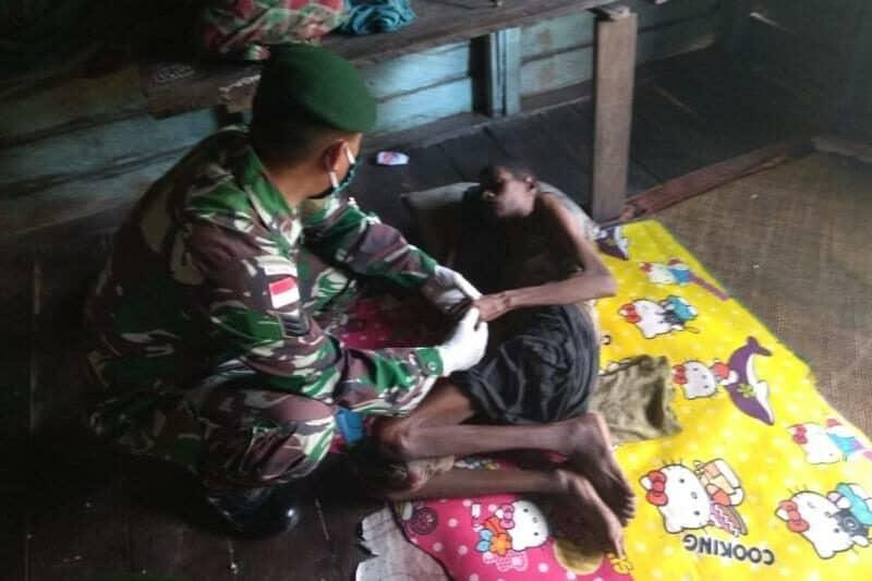 Derita Lumpuh, Satgas Yonif 411 Rutin Periksa Kesehatan Laurent