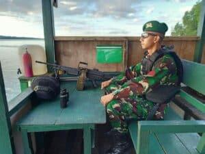 Lebaran Virtual, Kado Idul Fitri TNI AD Bagi Satgas Yonif 623 Dengan Keluarga
