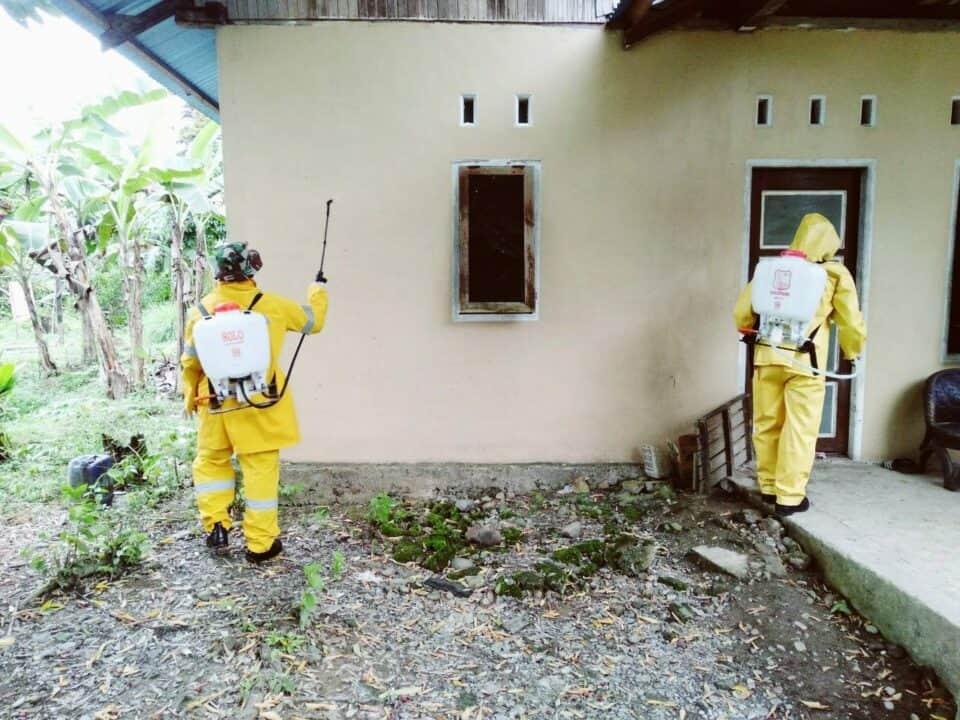 Disinfektan Pemukiman, Yonif 754 Atasi Keluhan Warga Papua
