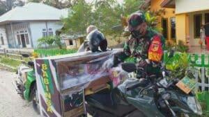 100 Paket Per Hari, Koptu Ishak Keliling Kampung Bagikan Takjil Gratis